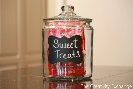 DIY Chalkboard Cookie Jars by Adding Label {The Creativity Exchange}