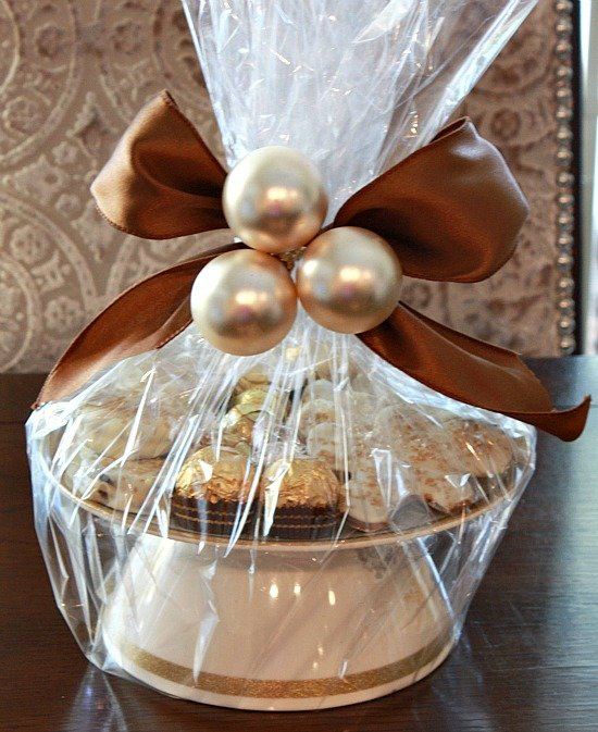 DIY Cookie/Cake Stand {The Creativity Exchange}