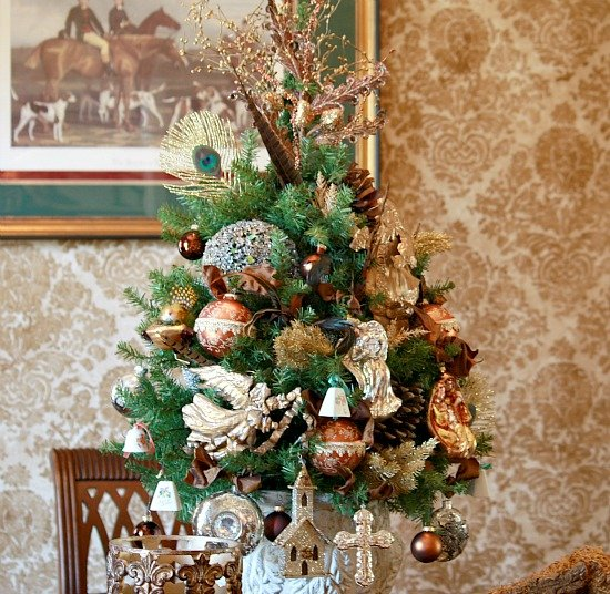 Christmas Tree Table Centerpiece {The Creativity Exchange}
