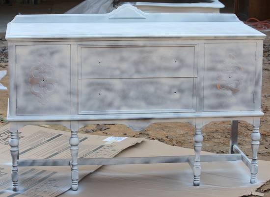 Tips for creating a beautiful hand painted finish with spray paint {The Creativity Exchange}