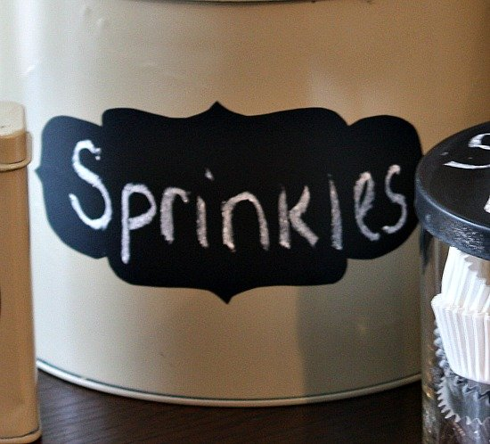 Chalkboard label for spray painted tins {The Creativity Exchange}