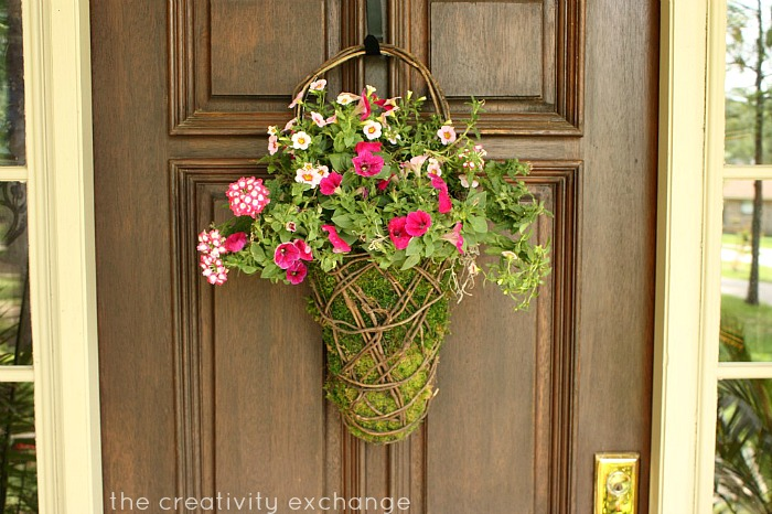 DIY Flower & Moss Front Door Basket {The Creativity Exchange}