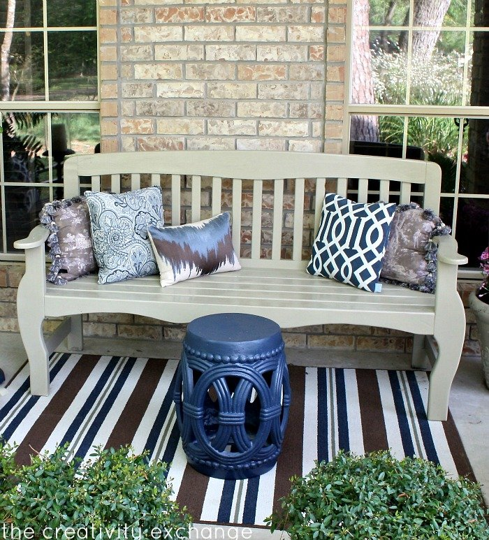 Bench Spray Painted in Rustoleum Fossil {Satin} The Creativity Exchange
