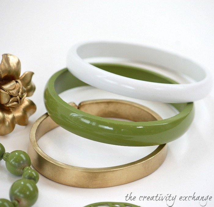 Transform old junk jewelry with enamel spray paint (The Creativity Exchange}