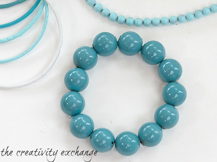 Tutorial for transforming old junk jewelry with enamel spray paint {The Creativity Exchange}