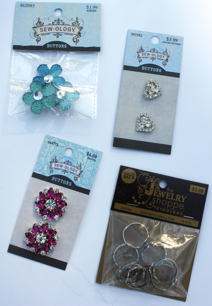 Kid's crafts- DIY button rings {The Creativity Exchange}