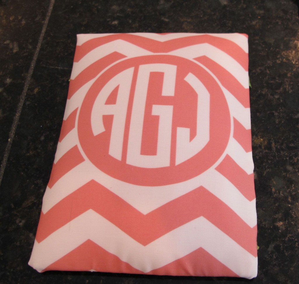 How to print monogrammed free printables on fabric to make personalized gifts {The Creativity Exchange}
