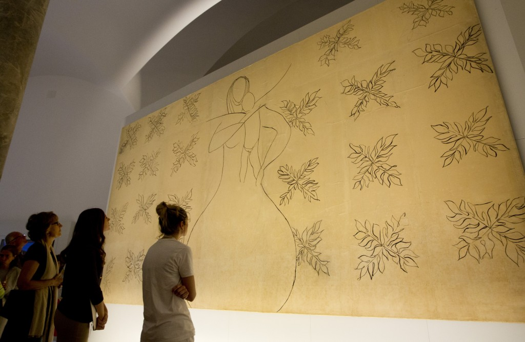 VATICAN M-- USEUMS VISITORS LOOK OVER MATISSE STUDY OF MOTHER, CHILD