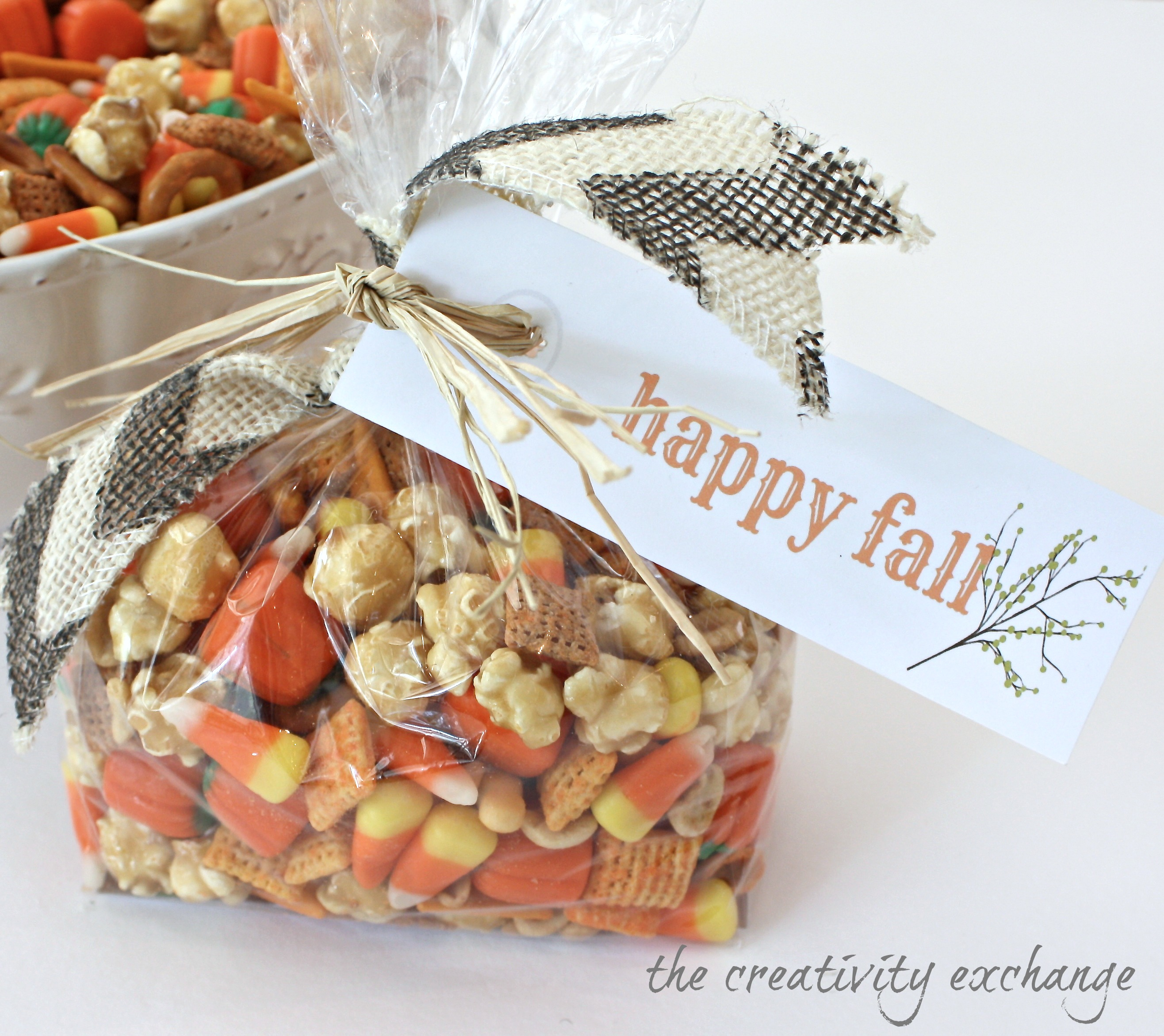 "Sweet & Salty Fall Snack Mix With Printable ""Happy Fall"