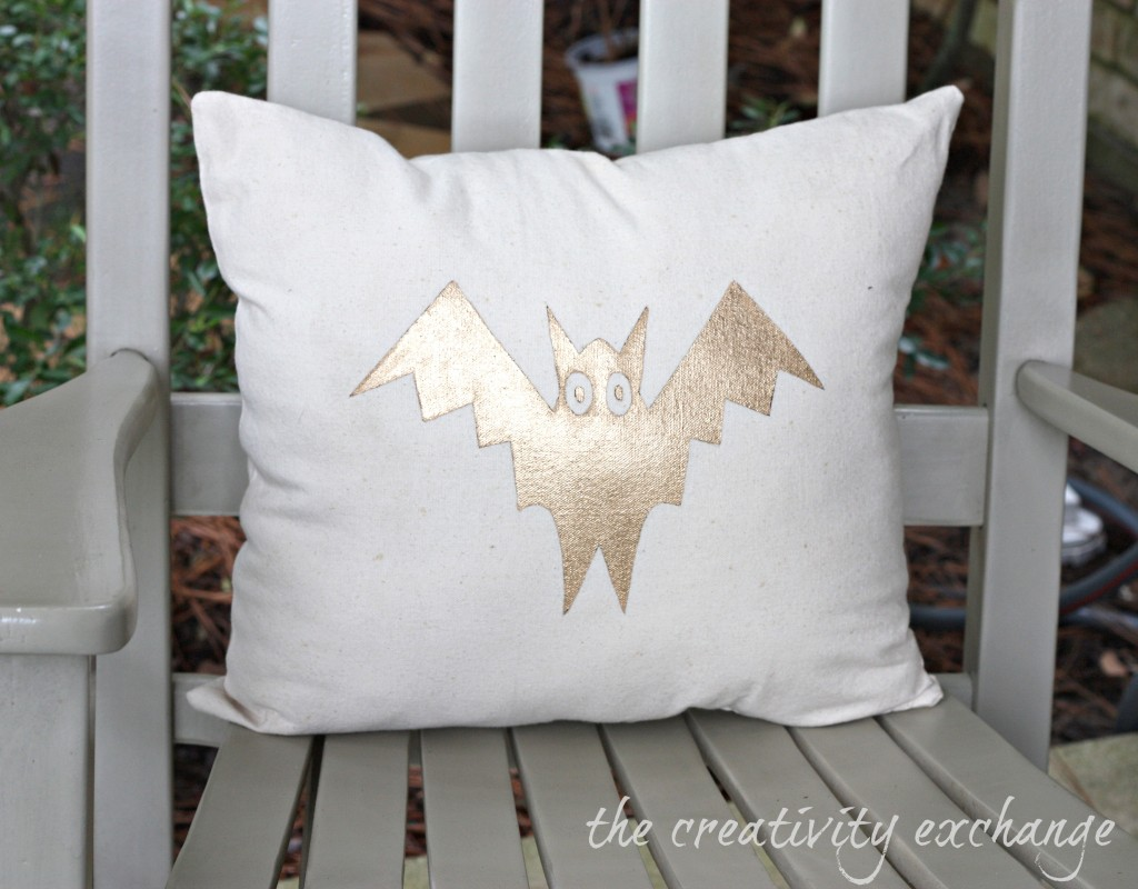 DIY gold painted Halloween pillow {The Creativity Exchange}