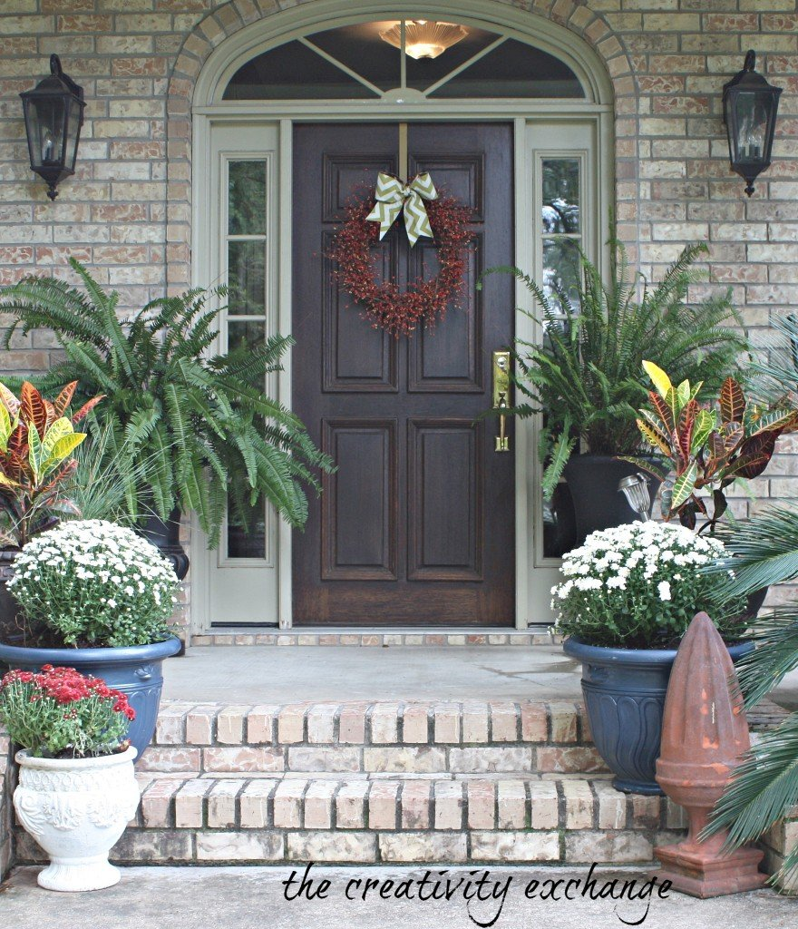 DIY ideas for fluffing the front porch for fall {The Creativity Exchange}