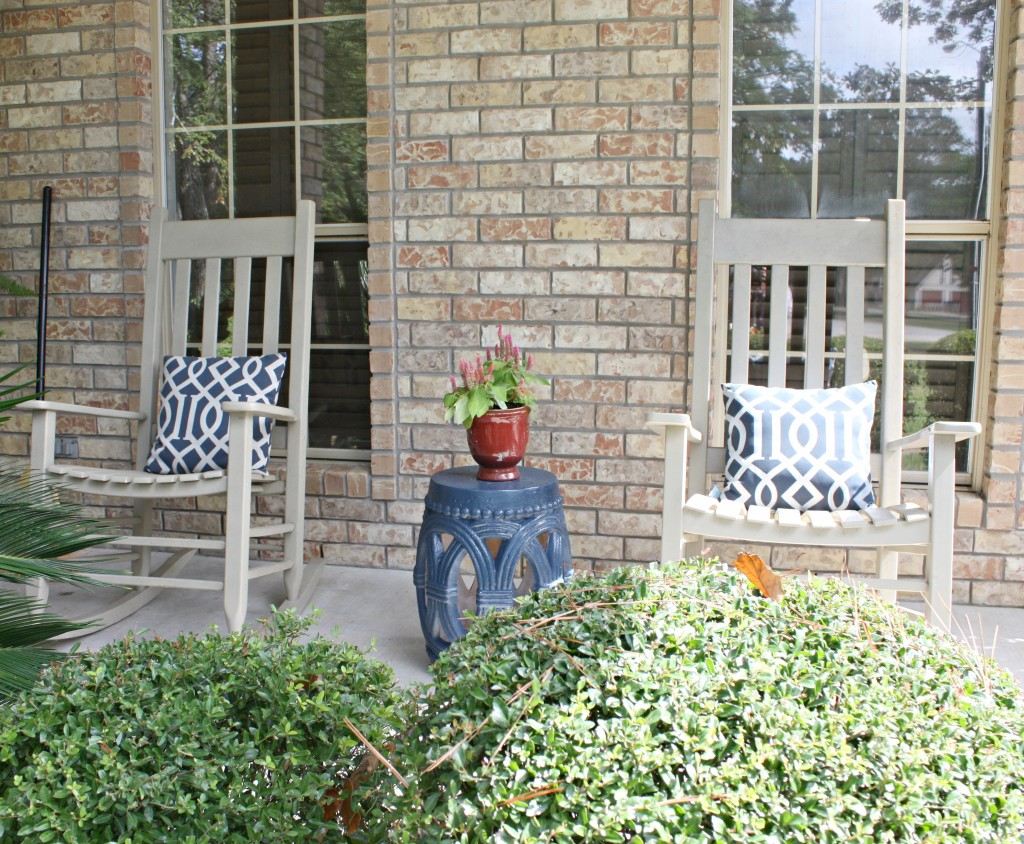 Easy DIY ideas for decorating a front porch {The Creativity Exchange}
