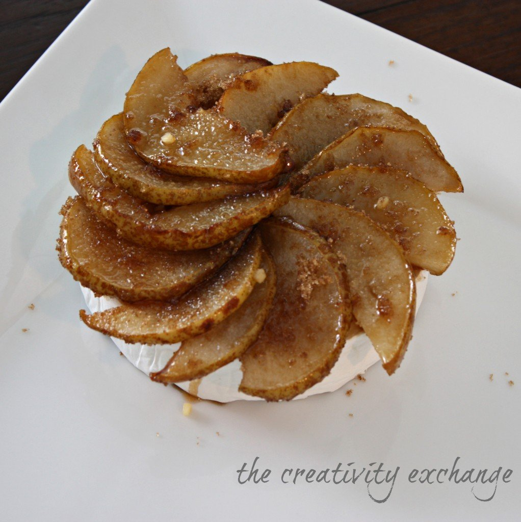 Easy roasted pear and brown sugar brie.  Perfect for holiday appetizer {The Creativity Exchange}