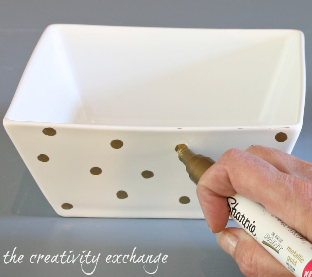 Tutorial for turning a plate and bowl into a chic cake stand {The Creativity Exchange}