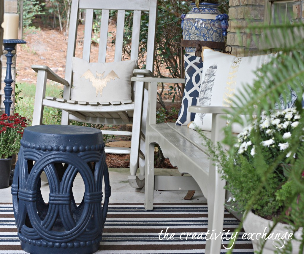 easy DIY ideas for fall front porch fluffing {The Creativity Exchange}