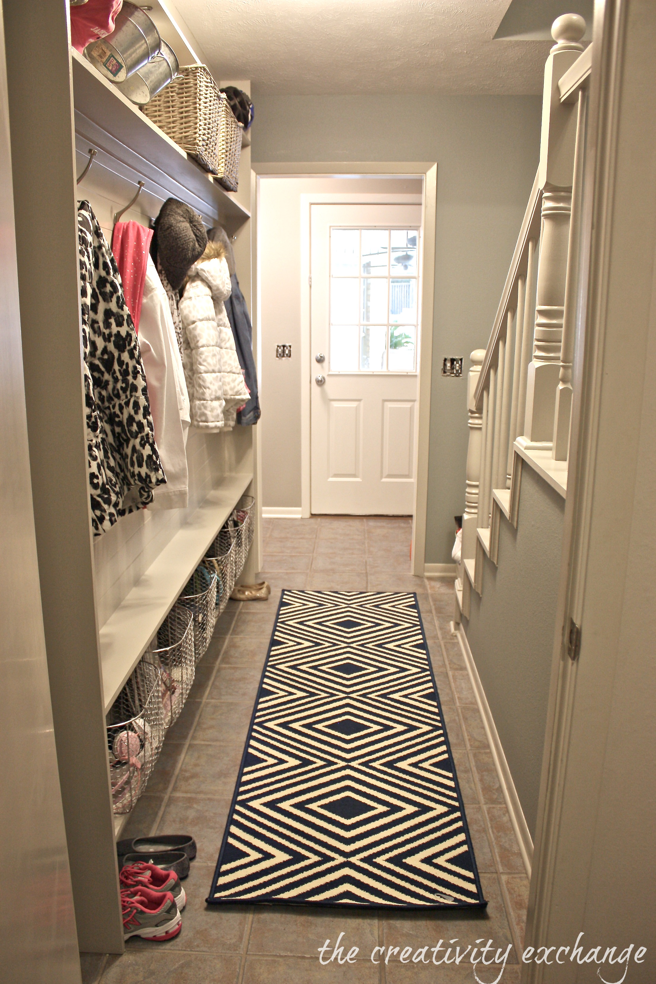 Narrow Entryway Design : Narrow hallway built in diy mudroom