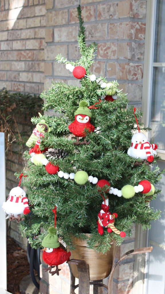 Birds with hats and scarves on. Perfect for porch tree {The Creativity Exchange}