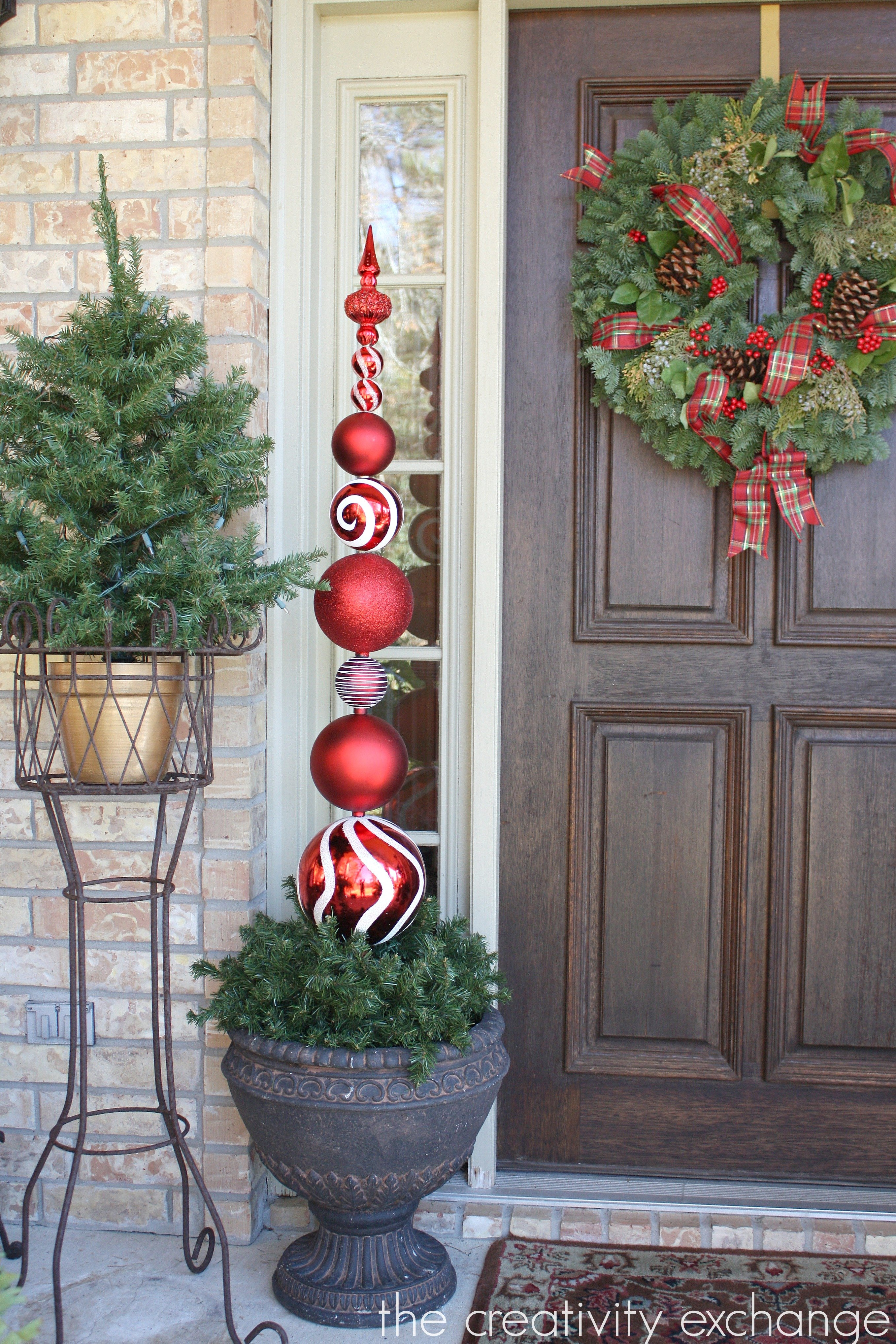 Diy tall ornament topiary for Large christmas lawn ornaments
