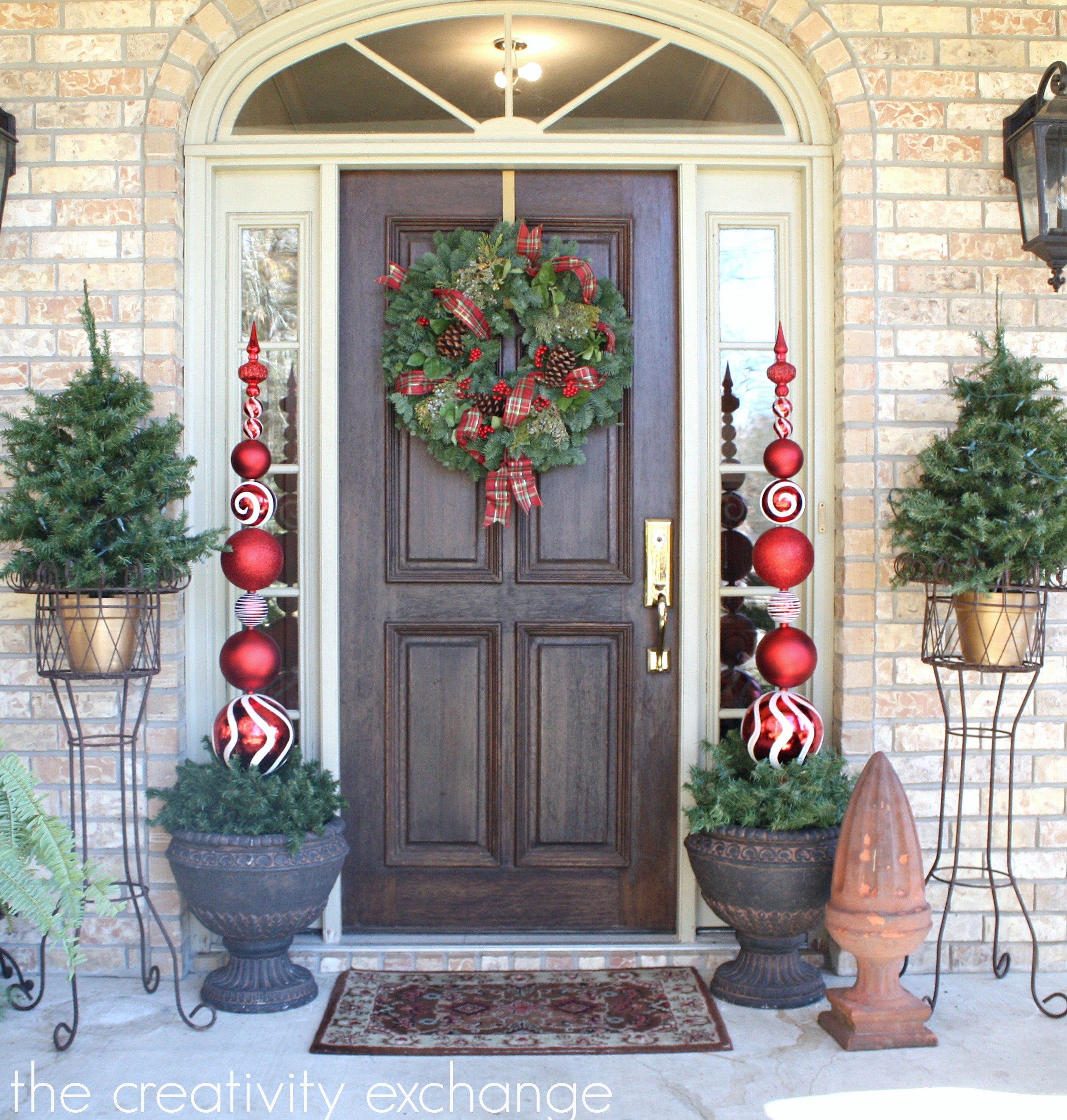 Diy tall ornament topiary for Noel decoration exterieur