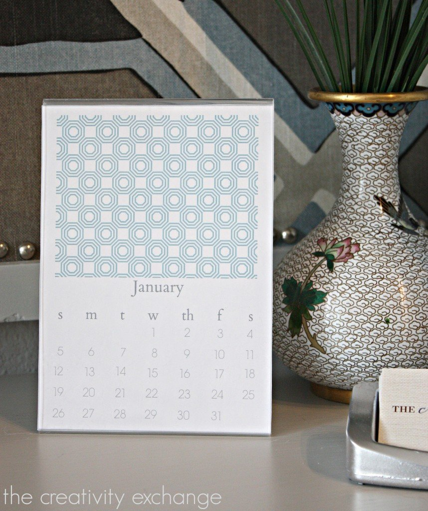 Free printable 2014 desktop calendar.  Fits in a standard 5 x 7 plexi standup frame. {The Creativity Exchange}