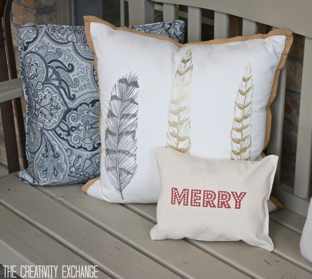 "Free printable for making these adorable small ""Merry"" Christmas pillows. Tutorial for how to print on fabric. {The Creativity Exchange}"