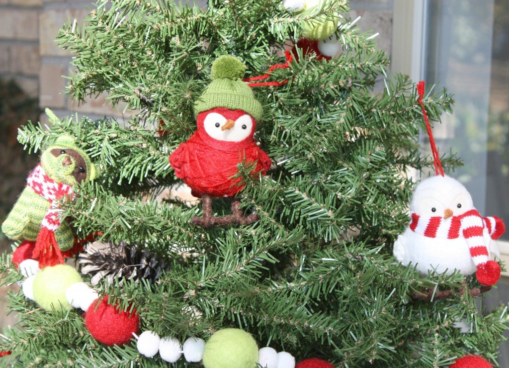 Knit birds and animal ornamants with hats and scarves. Perfect for a porch tree. {The Creativity Exchange}