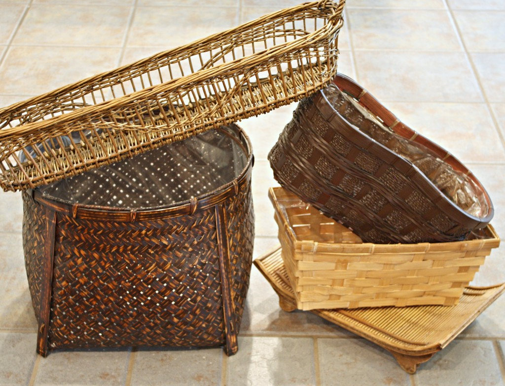 Easy gray/white stain wash for revamping old ugly baskets {The Creativity Exchange}