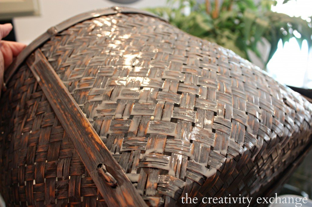 easy gray stain paint wash for revamping old baskets. {The Creativity Exchange}