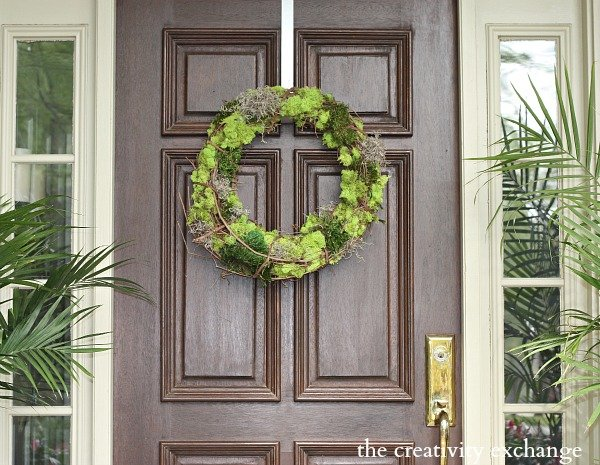 DIY Mixed Moss Grapevine Wreath (The Creativity Exchange}