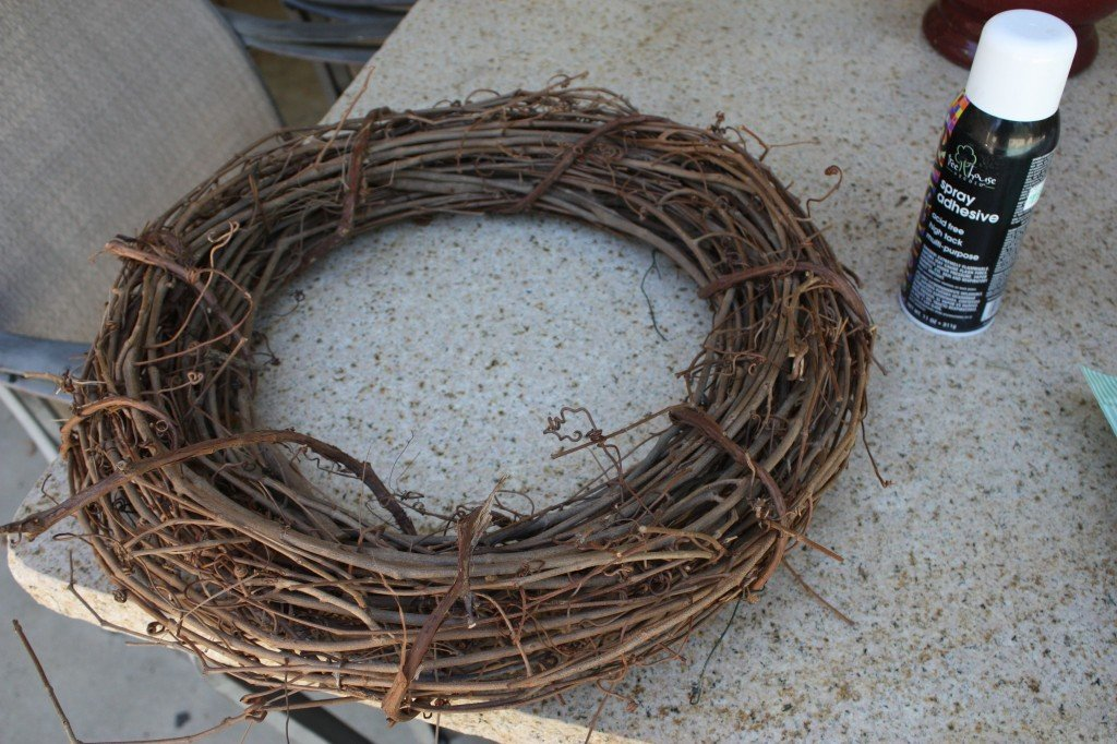 DIY mixed moss grapevine wreath. From The Creativity Exchange