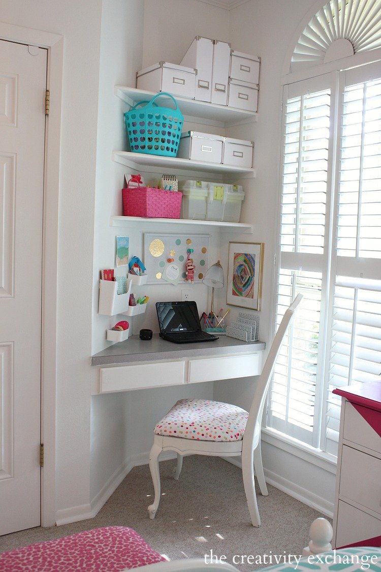 Little girl 39 s room revamped to bright and bold tween room for Corner space ideas