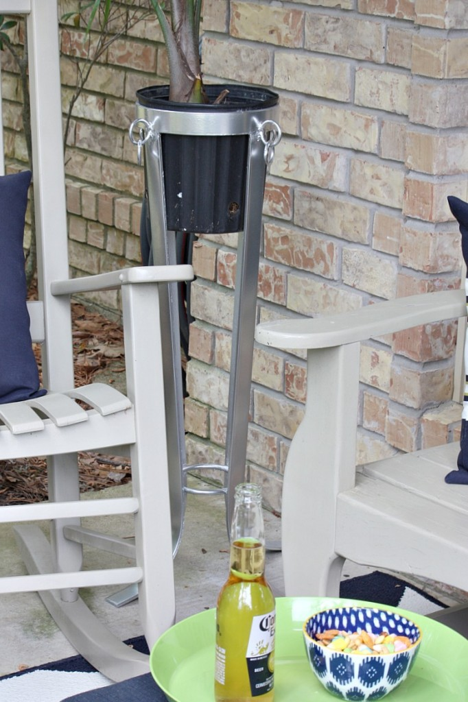 Tips for painting outdoor furniture, pots and accessories to last year after year. The Creativity Exchange