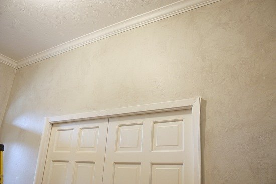 Tutorial for painting a faux plaster wall. The Creativity Exchange