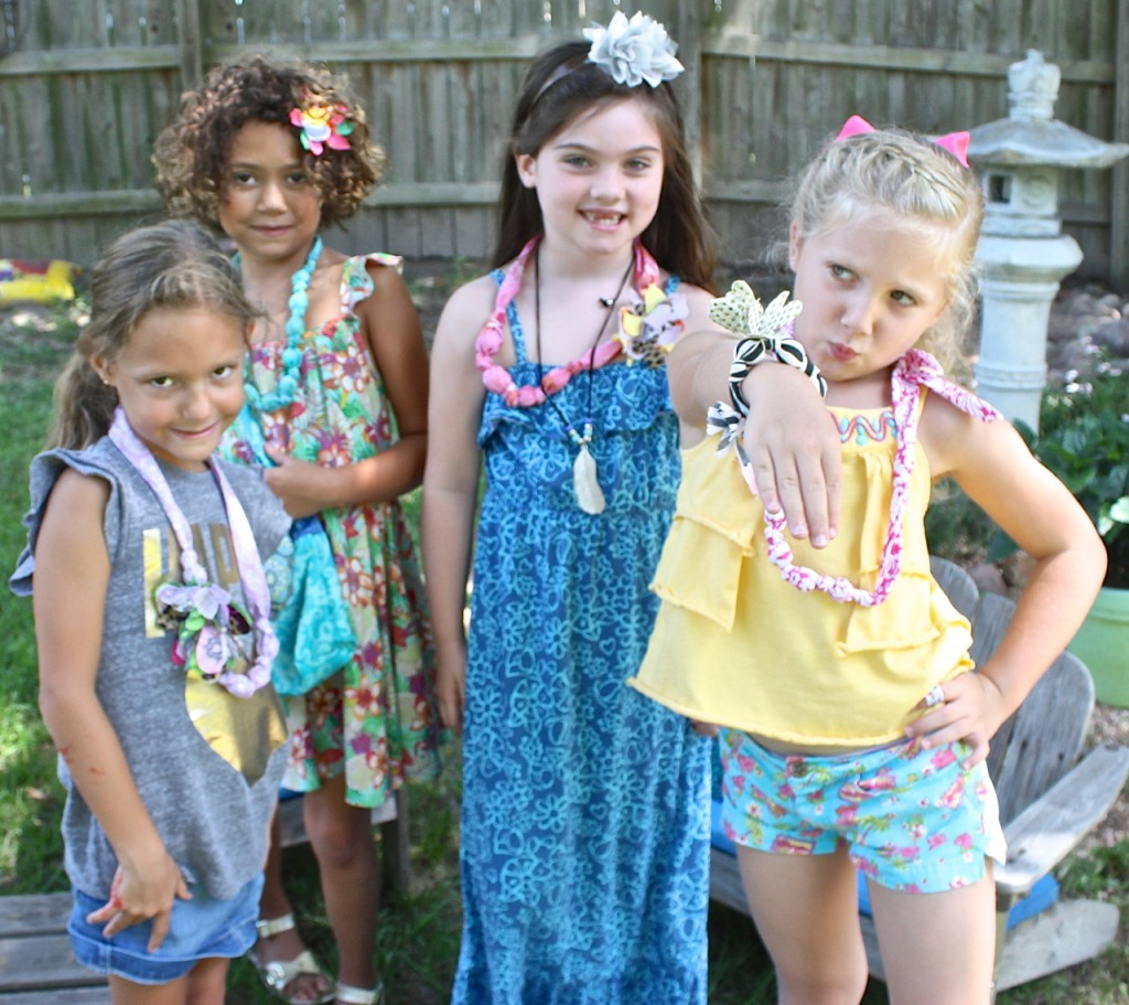 Tutorial for making fabric covered necklaces and bracelets.  Adorable kids craft project.  The Creativity Exchange