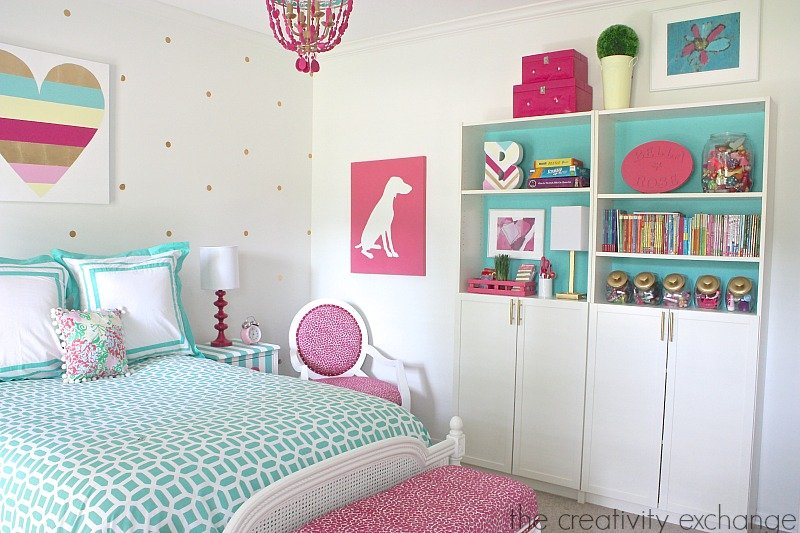 Creative and fun ways to organize bookshelves for kids for Stuff for girls room