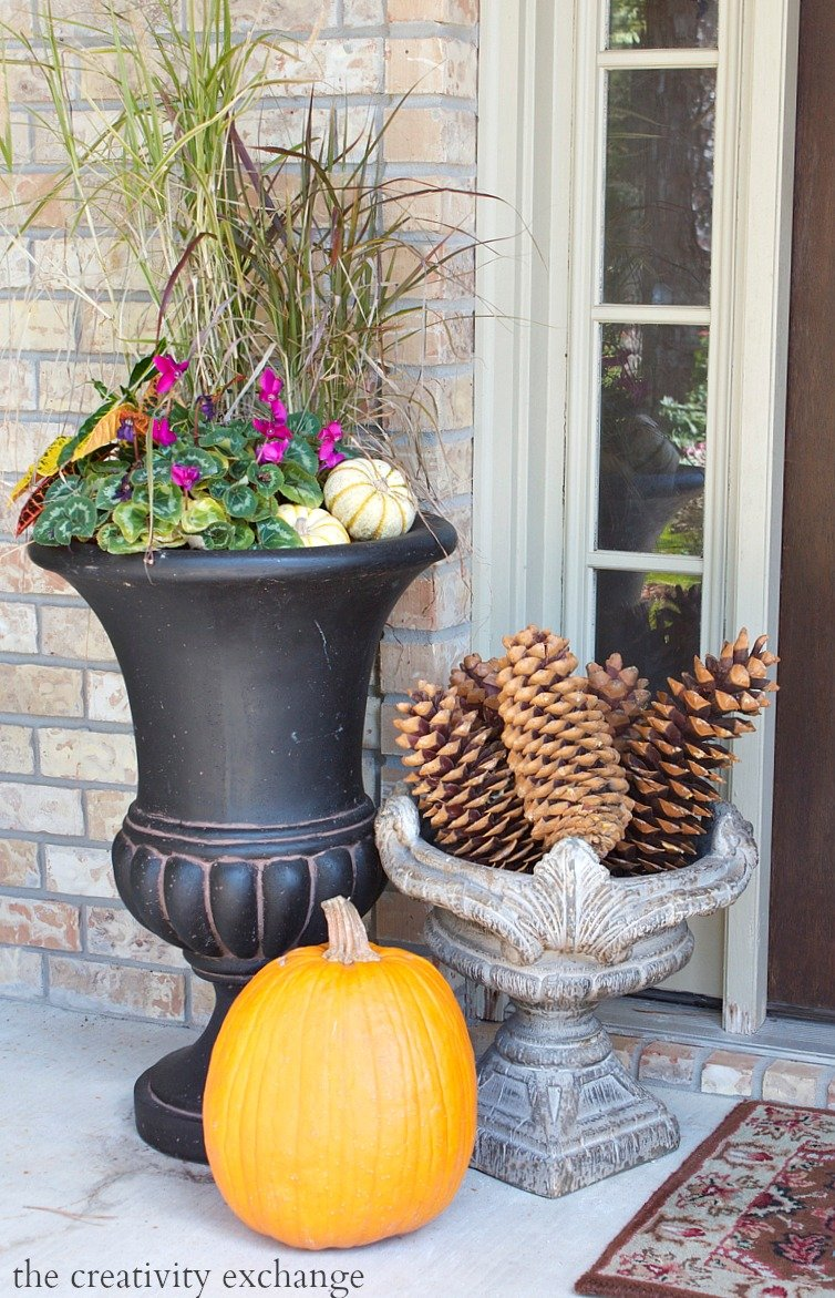 Easy fall door swag using dried naturals for Simple fall front door decorations