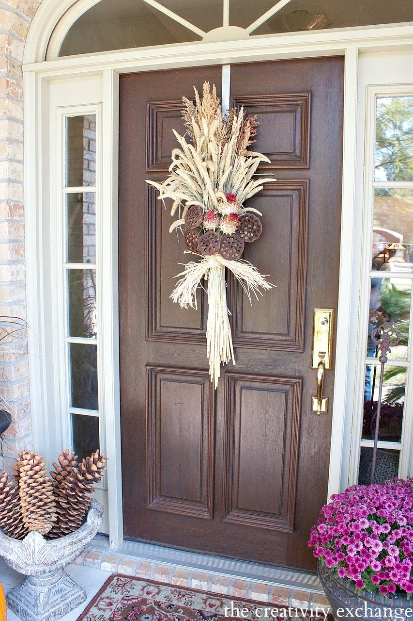 Tutorial for making an easy swag wreath using naturals. The Creativity Exchange