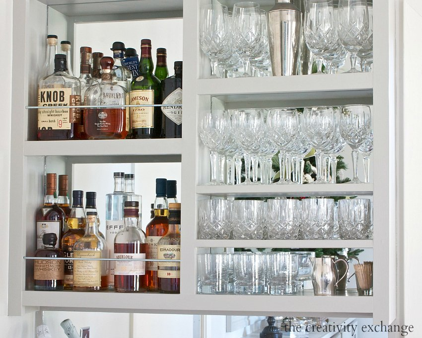 DIY Narrow Built-In Bar.   The Creativity Exchange