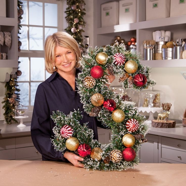 Easy diy christmas wreaths for around the home for Martha stewart xmas crafts