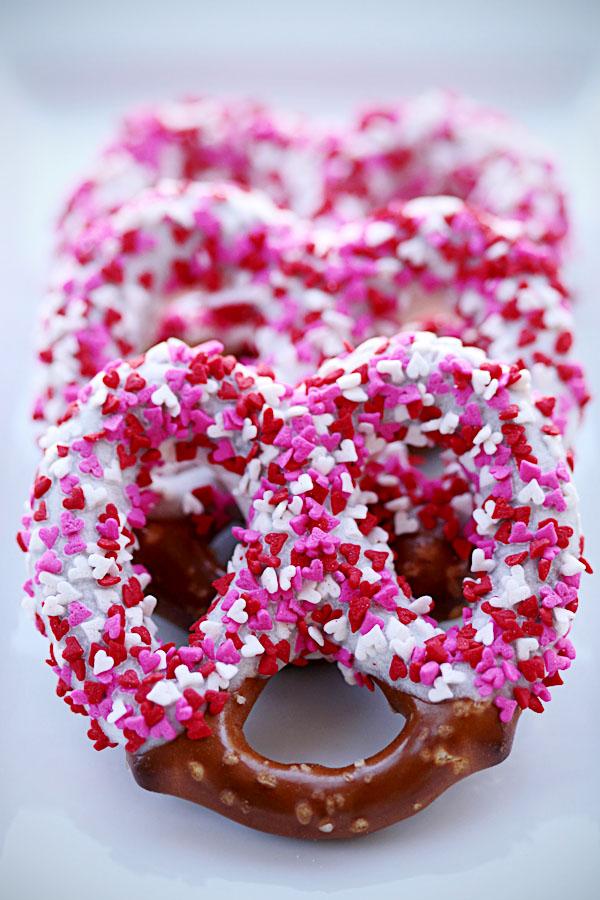 make-chocolate-covered-pretzels