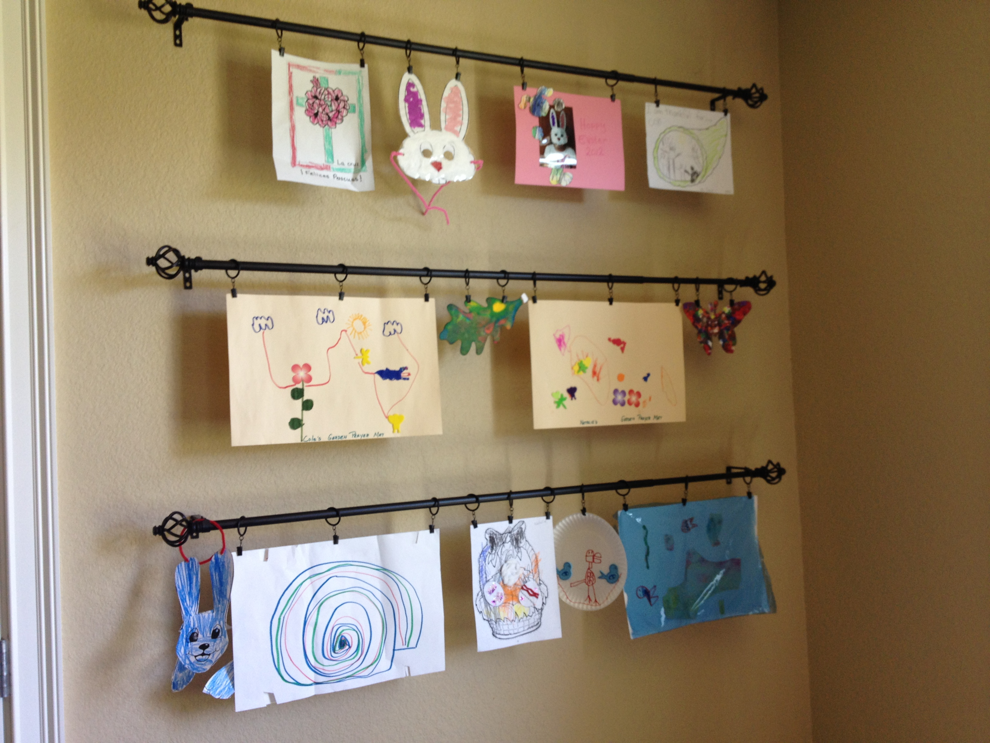 Creative Way To Hang Kids Pictures On The Wall