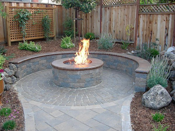 Creative Fire Pit Designs and DIY Options on