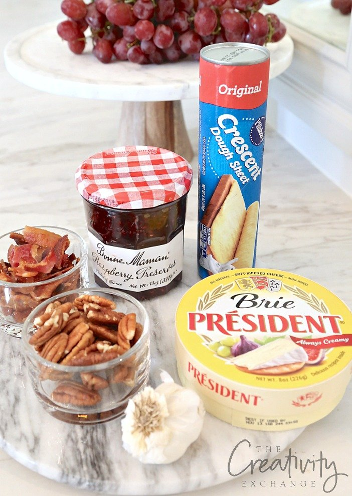 Raspberry and Pecan Baked Brie En Croute. Easy appetizer idea!