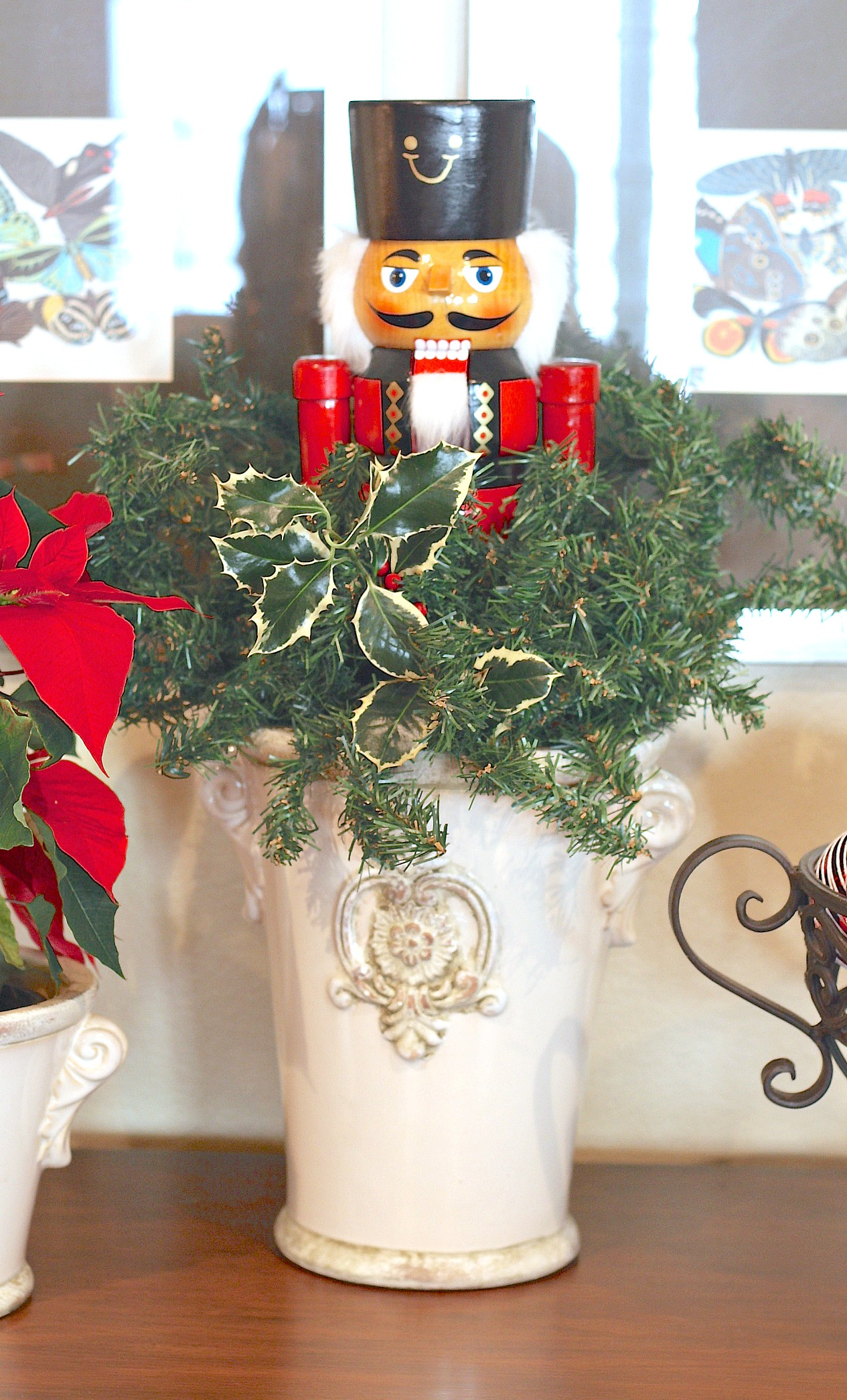How to make a nutcracker arrangement.
