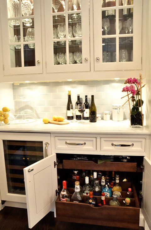 Kitchen Bar with Pullout Drawers