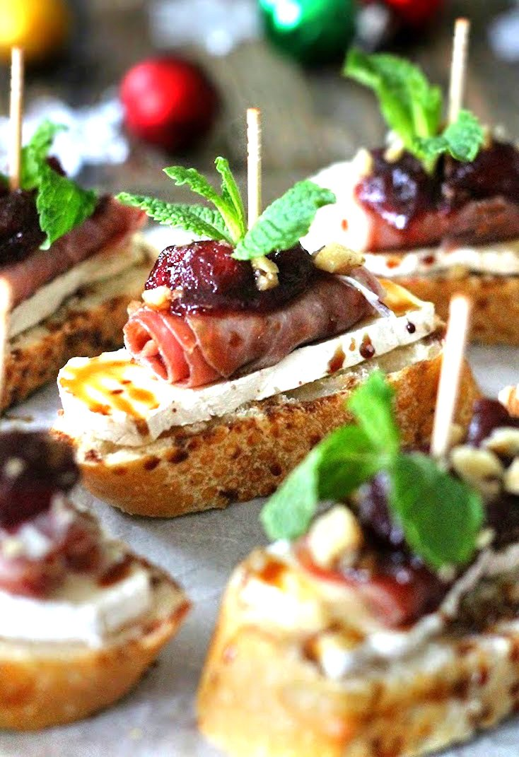 Cranberry, Brie, and Prosciutto Crostini with Balsamic Glaze