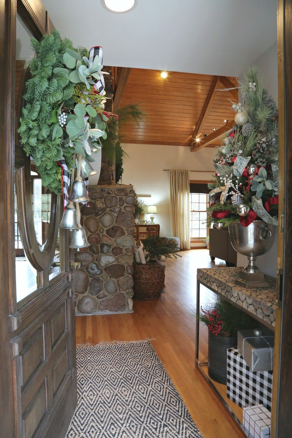 Christmas Entryway with Tabletop Tree