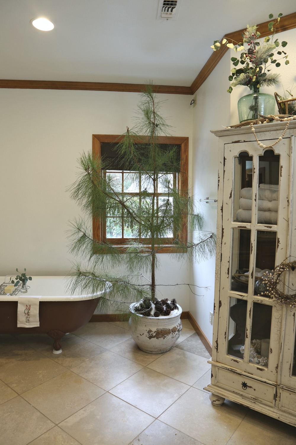 Christmas tree in Master Bathroom