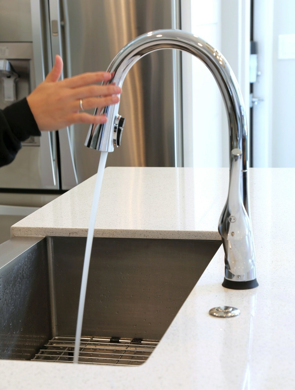Delta Esque Faucet with ShieldSpray and Touch 2.0