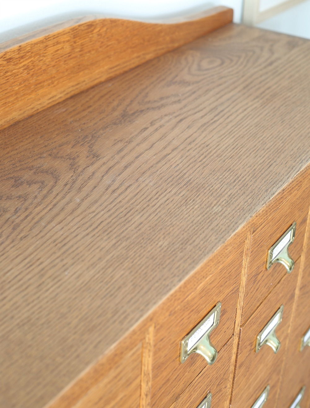 Tips for polishing and cleaning wood furniture.